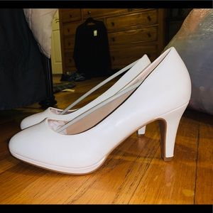 Never Been Worn White Pumps!